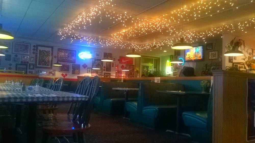 Hometown Pizza: 738 Riverside Dr, Omak, WA