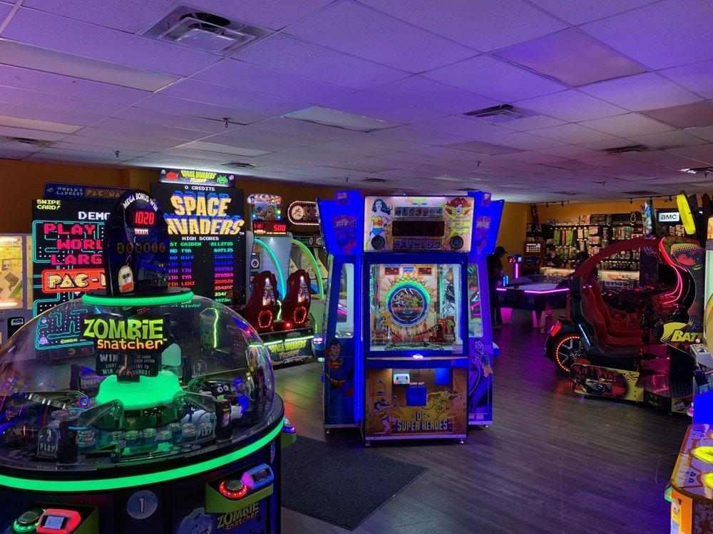 Strike Zone Bowling Lanes: 3330 Pine Tar Aly, Southaven, MS