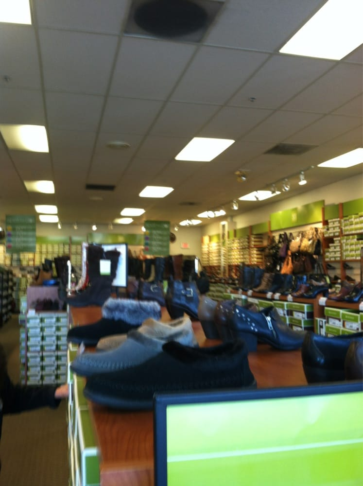 shoe stores 681 leavesley rd gilroy ca phone number yelp
