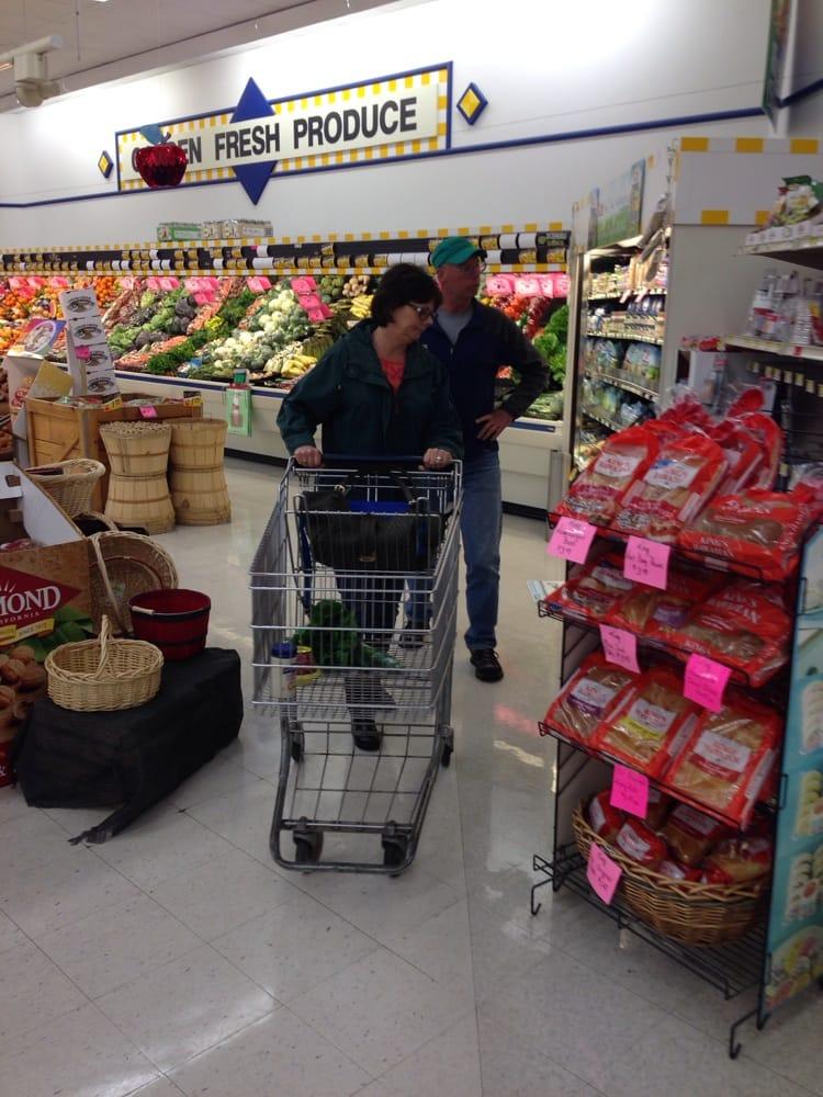 G & W Foods: 324 N Main St, Eureka, KS