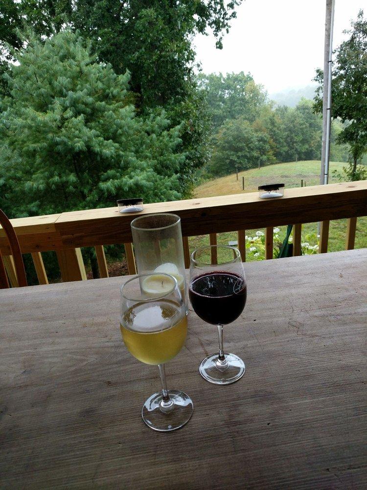 Casella Winery At Roxford Park: 1039 Roxford Church Rd SE, Dennison, OH
