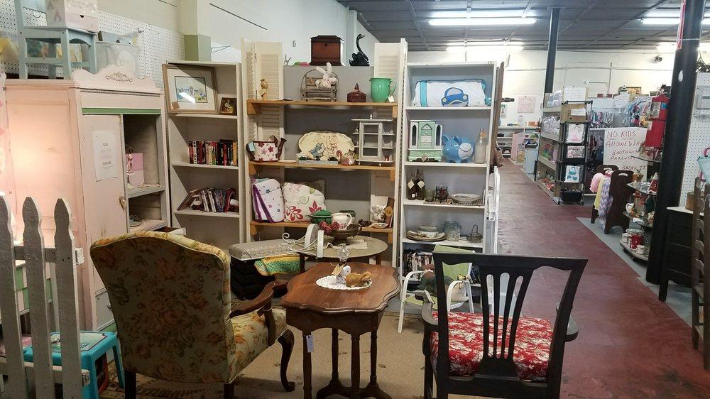 The Madison Flea Market: 1291 Eatonton Rd, Madison, GA
