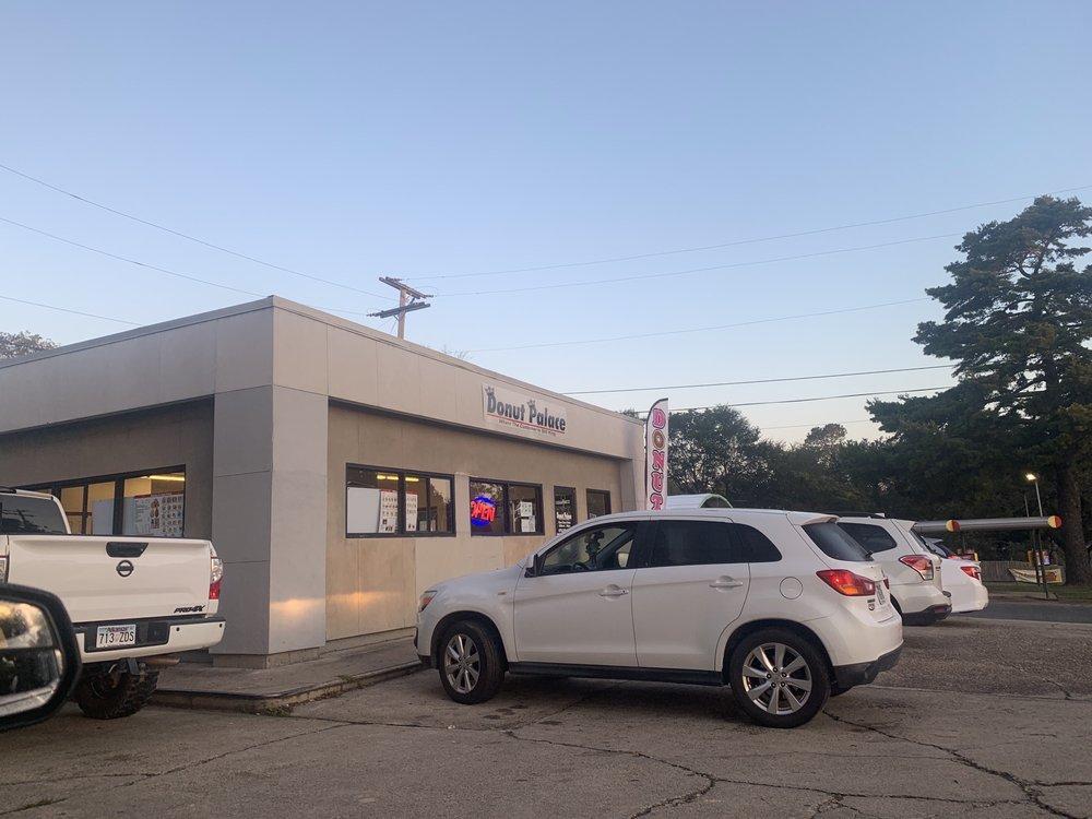 Donut Palace: 2807 Pine St, Arkadelphia, AR