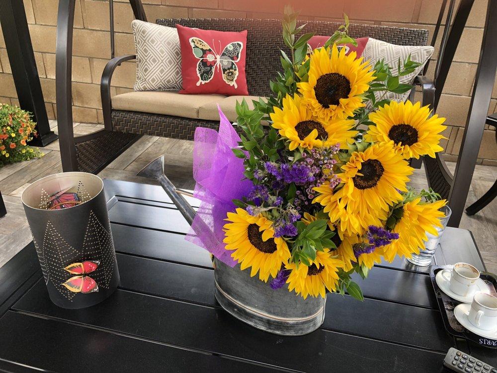 Av Flowers: 434 E Rancho Vista Blvd, Palmdale, CA