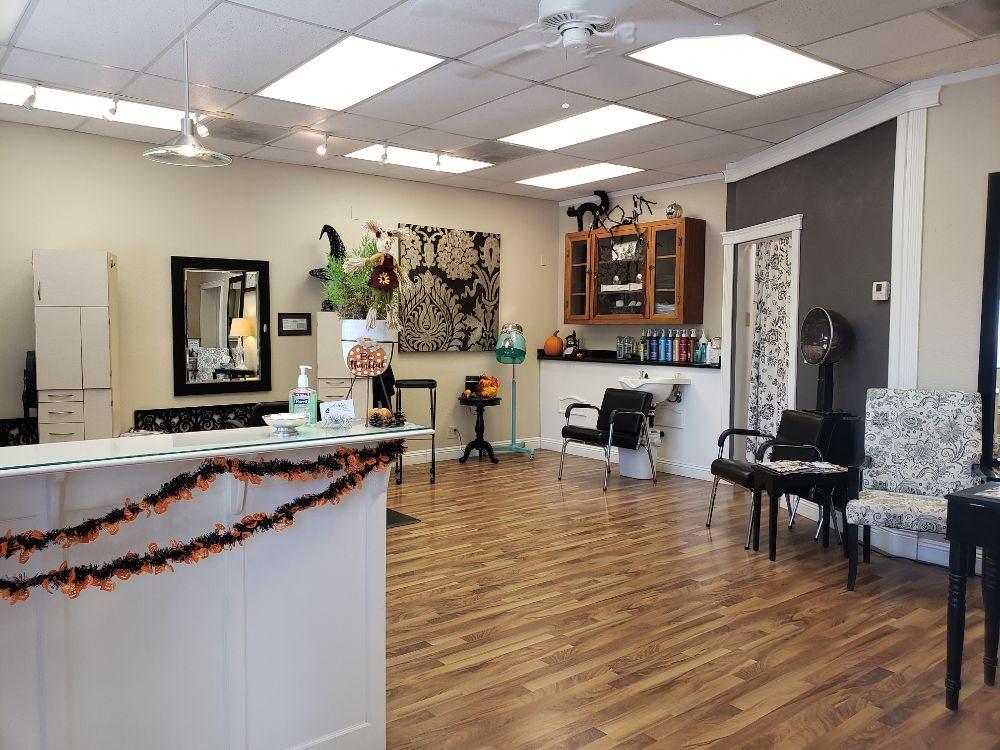 Ashlie's Hair Studio: 9341 Midway, Durham, CA