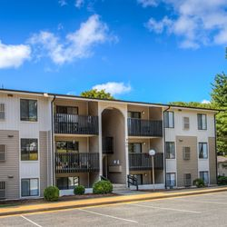 Walden Pond Apartment Homes Apartments 1400 A Weeping Willow Dr