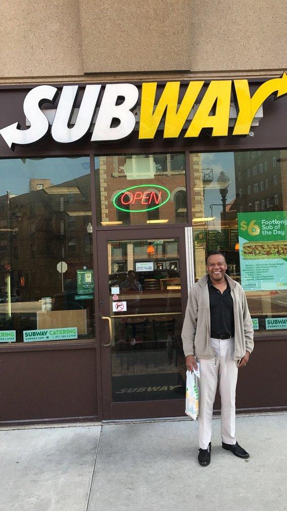 Subway: 5 E Downer Pl, Aurora, IL