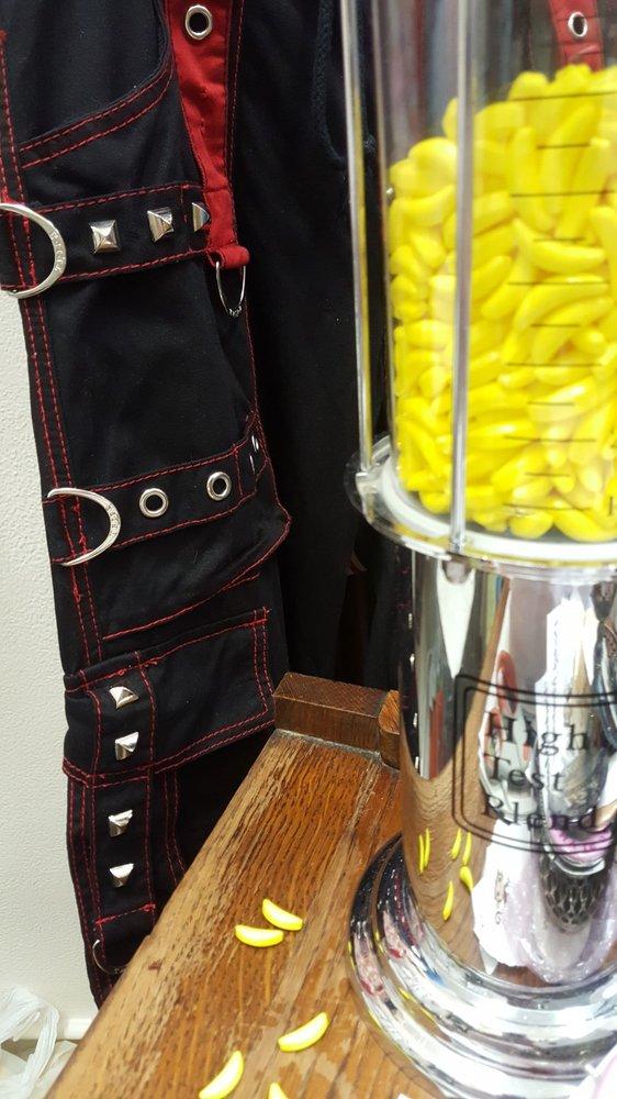 Pocket Monkey Vintage: 623 First St, Benicia, CA