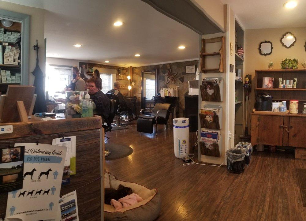 Lovettsville Style and Shave: 2 E Pennsylvania Ave, Lovettsville, VA