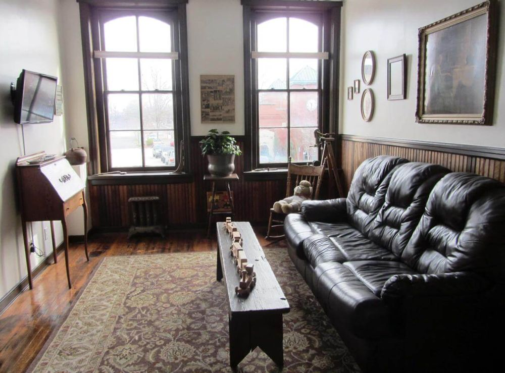 Tinder Guest House: 106 S Railroad Ave, Ashland, VA
