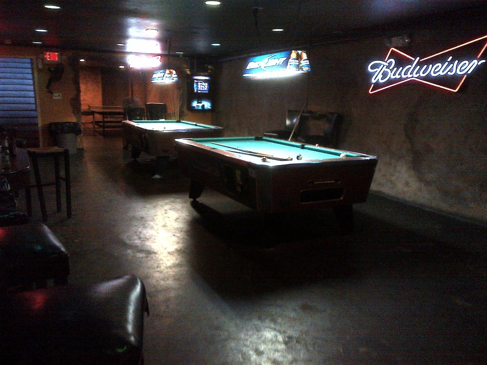 Man Cave Jackson Tennessee : The man cave chiuso lounge bar s maple st