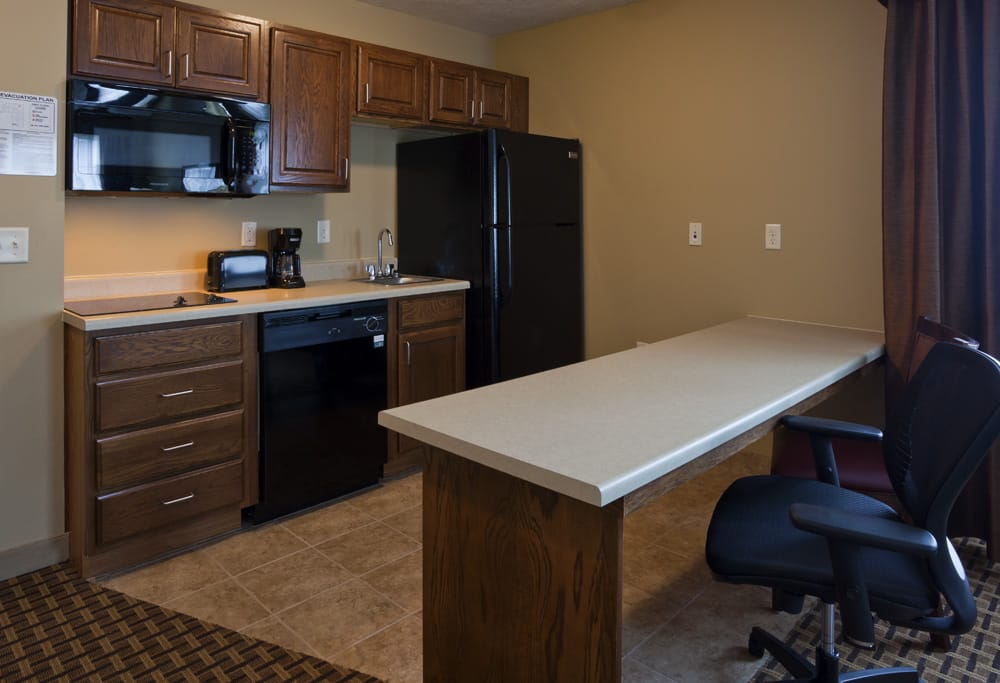 GrandStay Hotel & Suites of Luverne: 908 S Kniss Ave, Luverne, MN