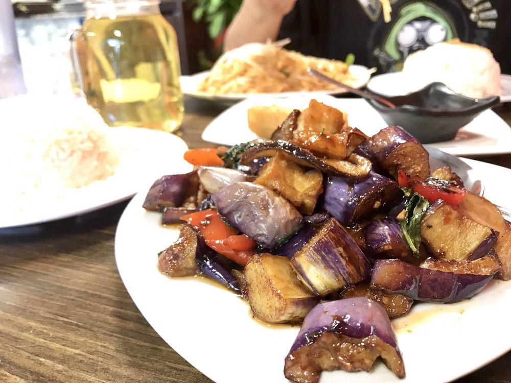 Rialto Thai Kitchen: 1424 W Foothill Blvd, Rialto, CA
