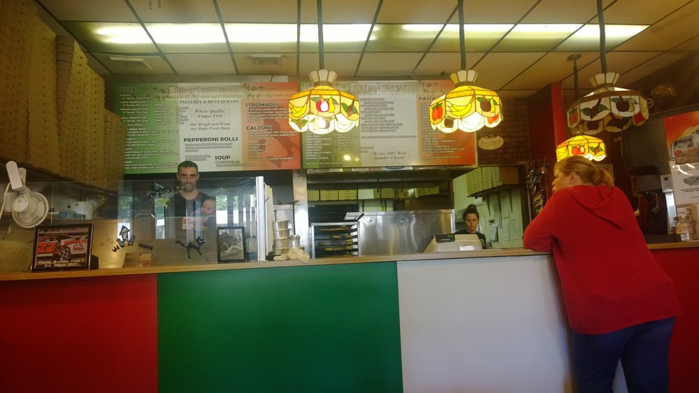Brother's Pizza & Restaurant: 144 S High St, Cortland, OH