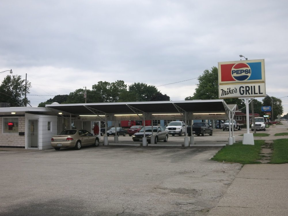Mike's Grill: 2006 Georgetown Rd, Tilton, IL