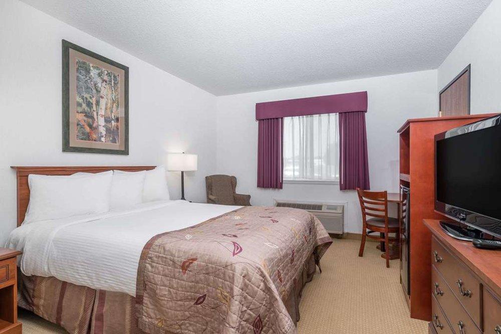Baymont by Wyndham Marshfield: 2107 N Central Ave, Marshfield, WI