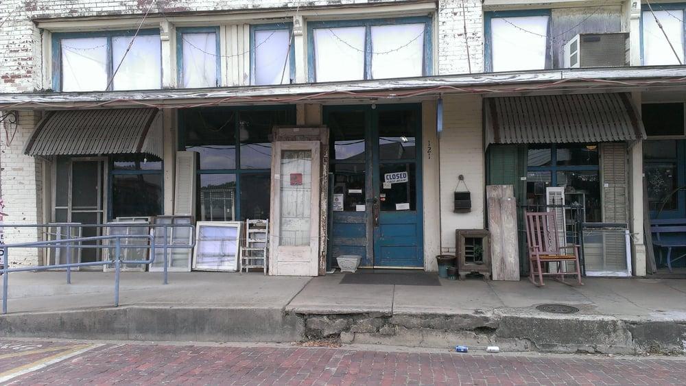 Walnut Street Market: 121 N Walnut St, Jefferson, TX