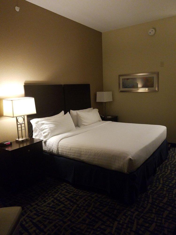 Holiday Inn Express & Suites Lebanon: 228 Regional Park Rd, Lebanon, VA