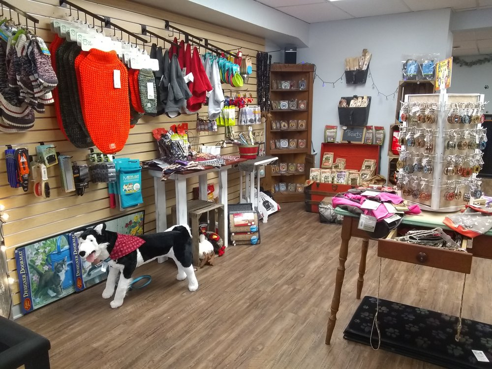 The Lucky Paw Shop: 35 York St, Gettysburg, PA