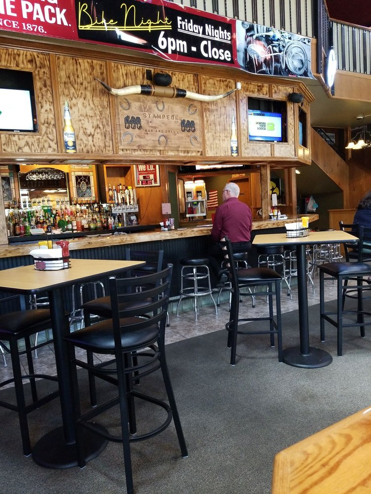 Stampedes Sports Bar Grill: 125 1st St SE, Mason City, IA