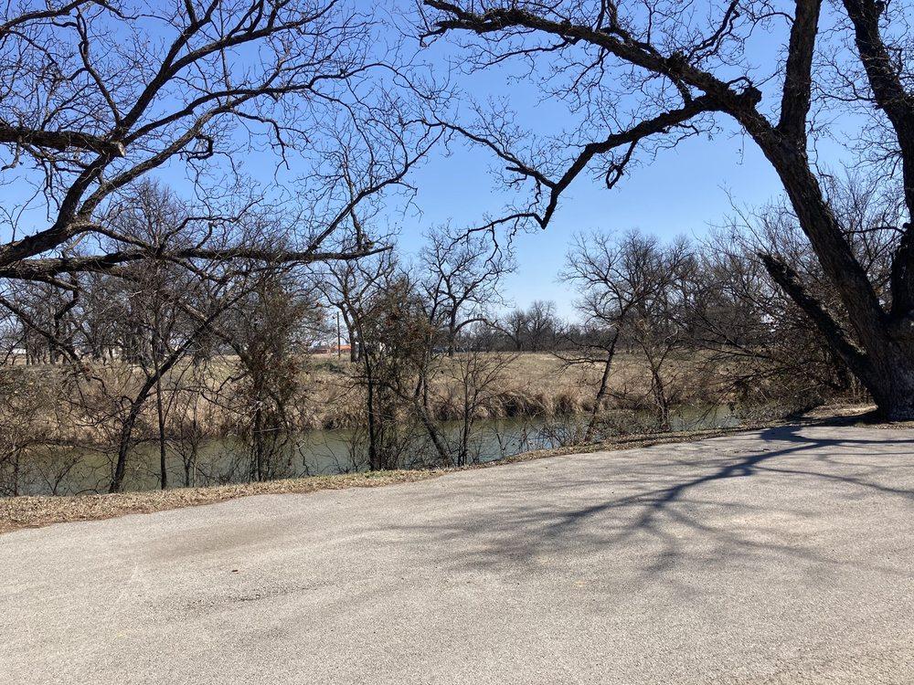 Riverside Park RV: 320 Riverside Park Dr, Brownwood, TX