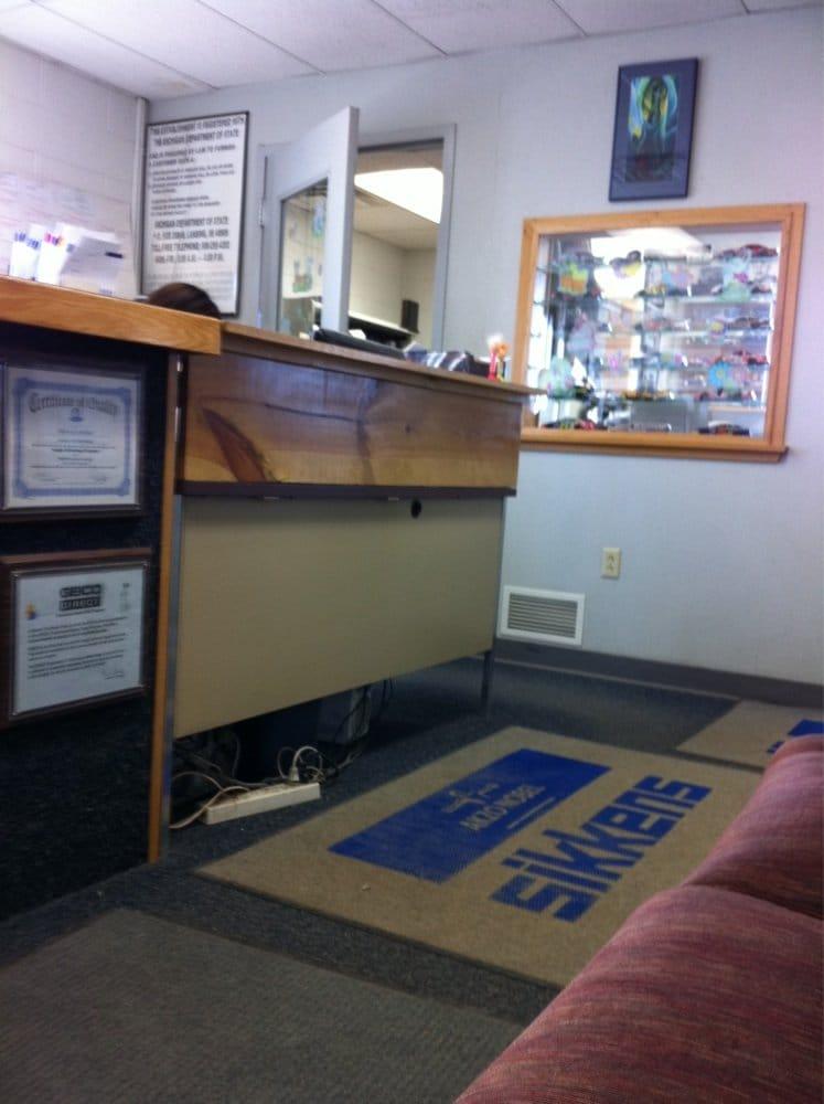 Advance Tec Body Repair: 206 E Sharon Ave, Houghton, MI