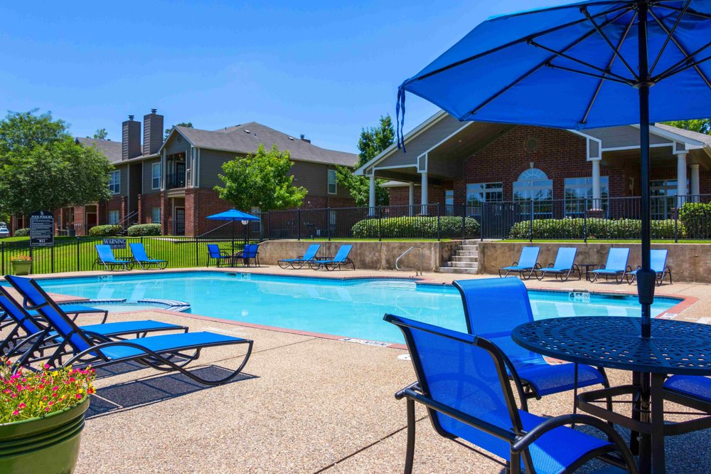 Summer Brook Apartments: 2300 Bill Owens Pkwy, Longview, TX