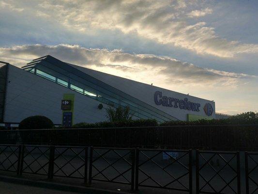 Carrefour grandi magazzini 80 boulevard maxime gorki for Garage stains 93240