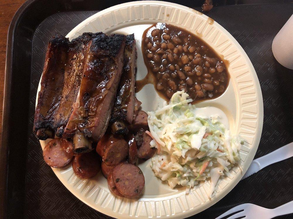 Outlaws Bbq: 100 W Ferguson Rd, Mount Pleasant, TX
