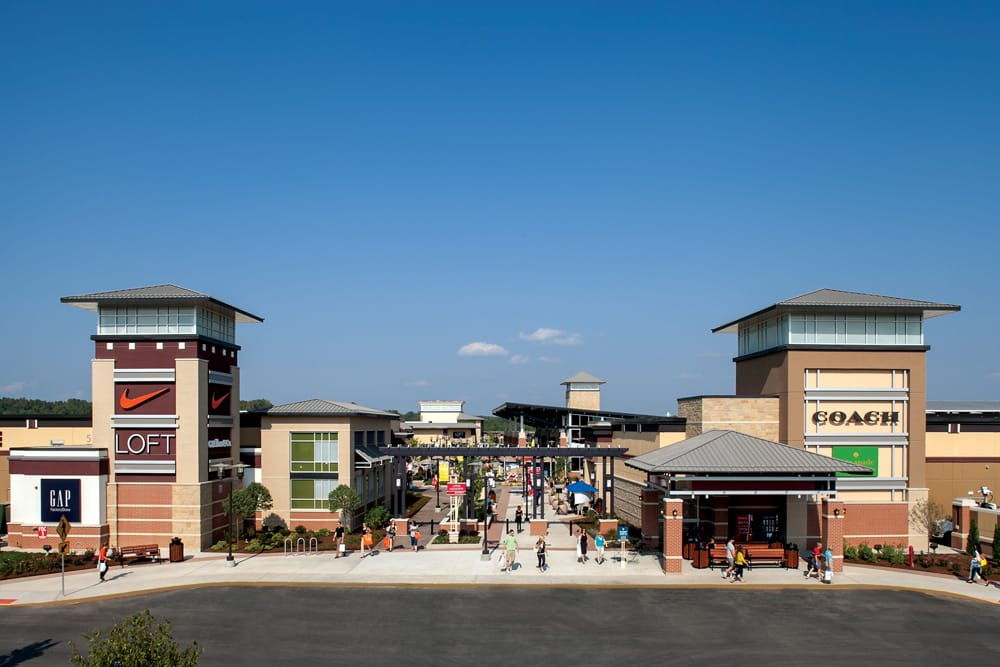 St. Louis Premium Outlets: 18521 Outlet Blvd, Chesterfield, MO