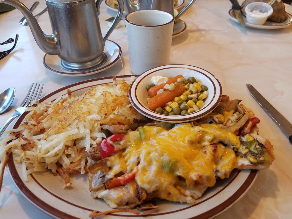 Nora's Restaurant: 417 East Lake St, Horicon, WI