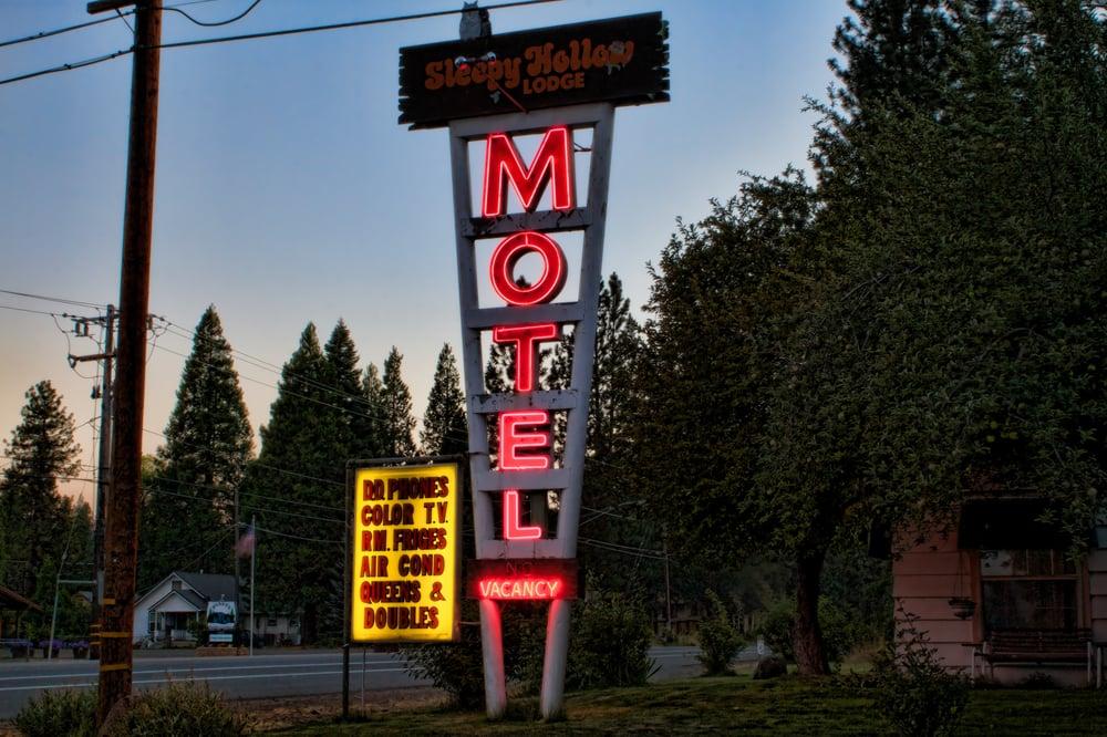 Sleepy Hollow Lodge: 36898 Main St, Burney, CA