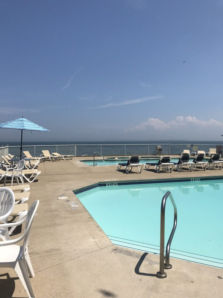 Bayshore Resort: 328 Toledo St, Elmore, OH