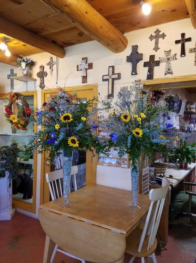 Buds Cut Flowers & More: 711 Paseo Del Pueblo Sur, Taos, NM