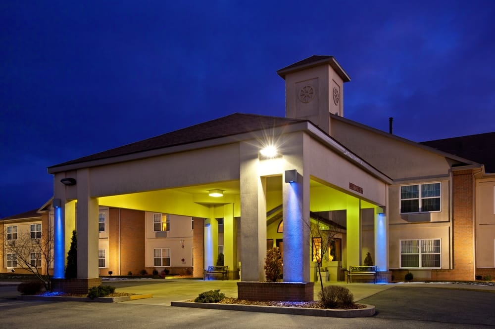 Holiday Inn Express & Suites Bad Axe: 55 Rapson Ln W, Bad Axe, MI