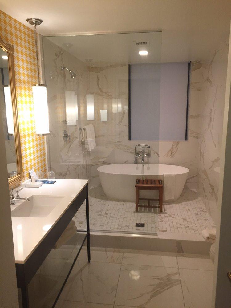 Spa King Bathroom Very Nice And Spacious Bathroom Yelp