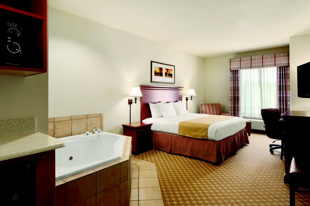 Country Inn & Suites by Radisson - Tifton: 310 S Virginia Ave, Tifton, GA