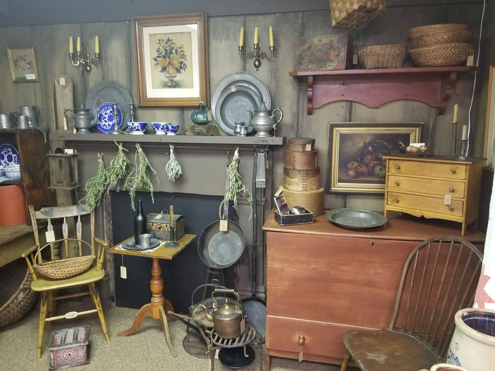 Laughlintown Antiques: 1327 Lincoln Highway E, Laughlintown, PA