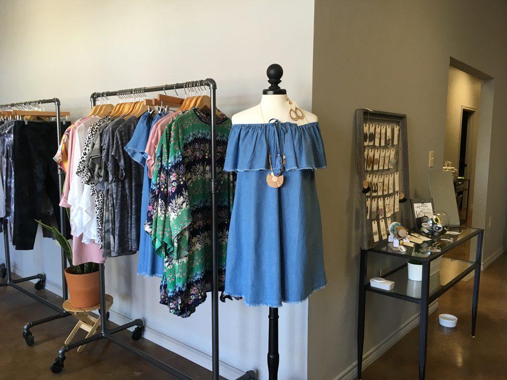 SOUTHERN SUN...Tan & Boutique: 181 Town Center Blvd, Jarrell, TX