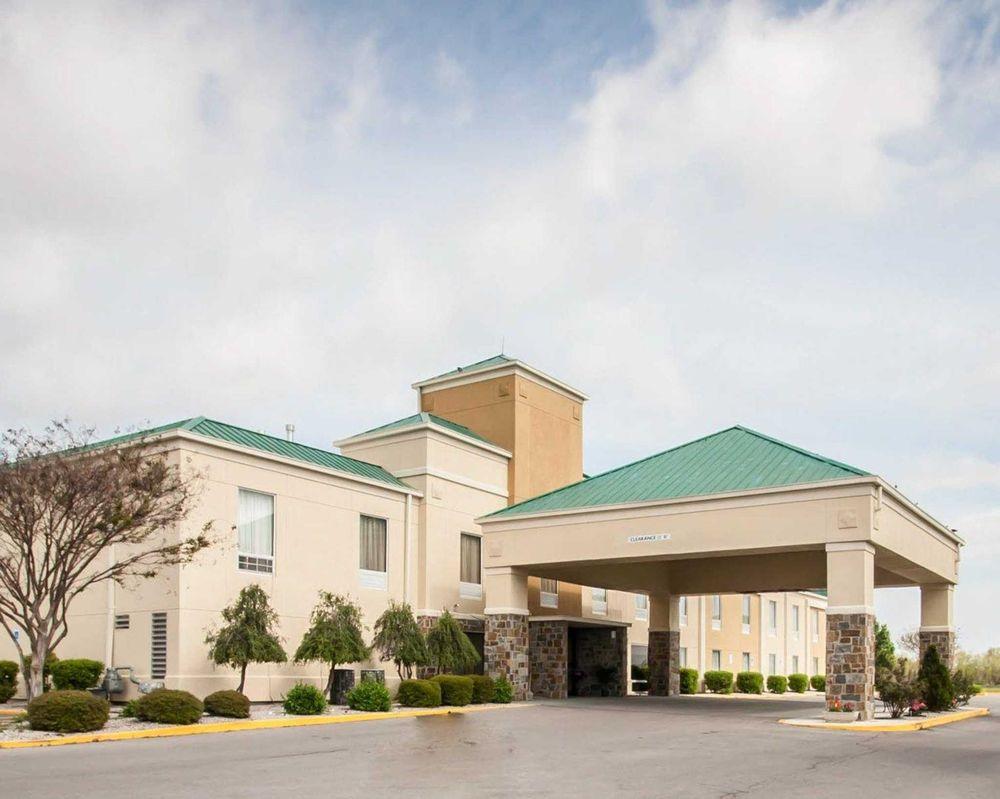 Quality Inn: 1500 Hwy 84, Hayti, MO