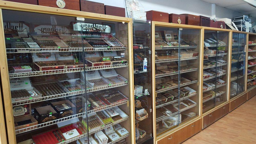 Duke Cigar & Tobacco: 7354 Little River Tpke, Annandale, VA
