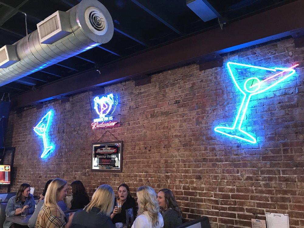 Porter's Bar: 706 N Manhattan Ave, Manhattan, KS