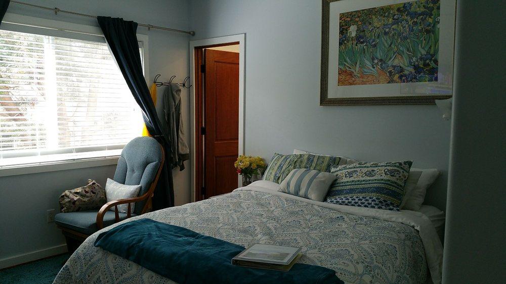 Sweet Dreams Bed & Breakfast: 14829 Morrison St, Los Angeles, CA