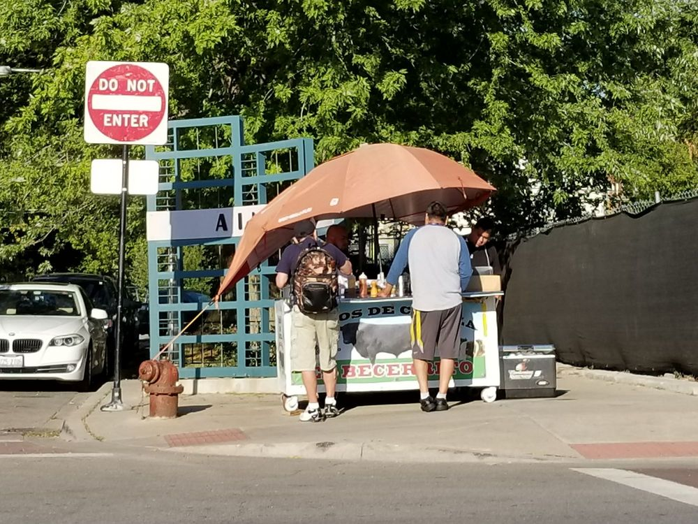 El Becerrito Tacos De Cabeza: N Clark Street & W Ainslie Street, Chicago, IL