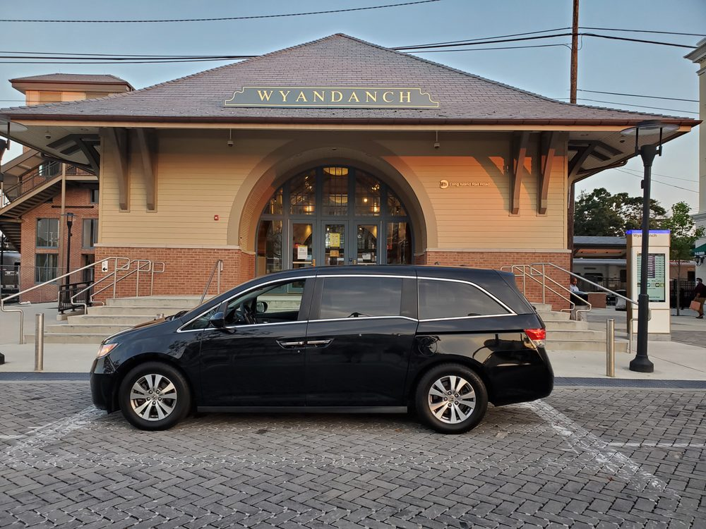 Melville Taxi and Airport Service: 100 Spagnoli Rd, Melville, NY