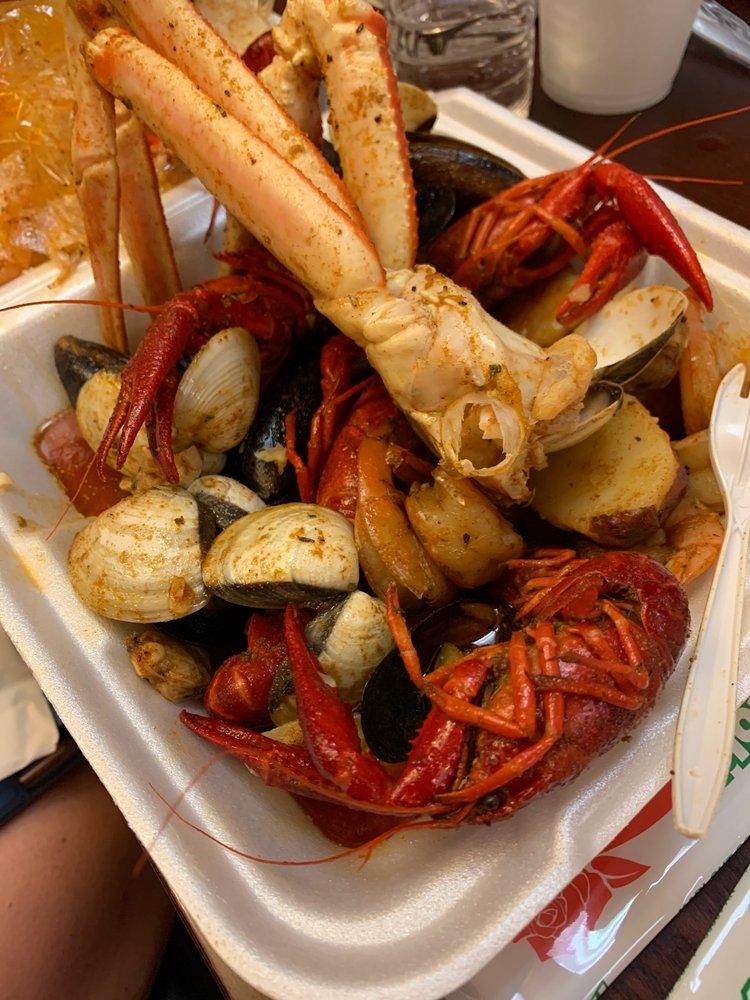 Wateree Cajun Seafood & Wings: 2523 Broad St, Camden, SC