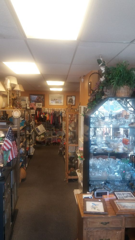 Photo of Find Stuff Thrift Store: Big Bear, CA