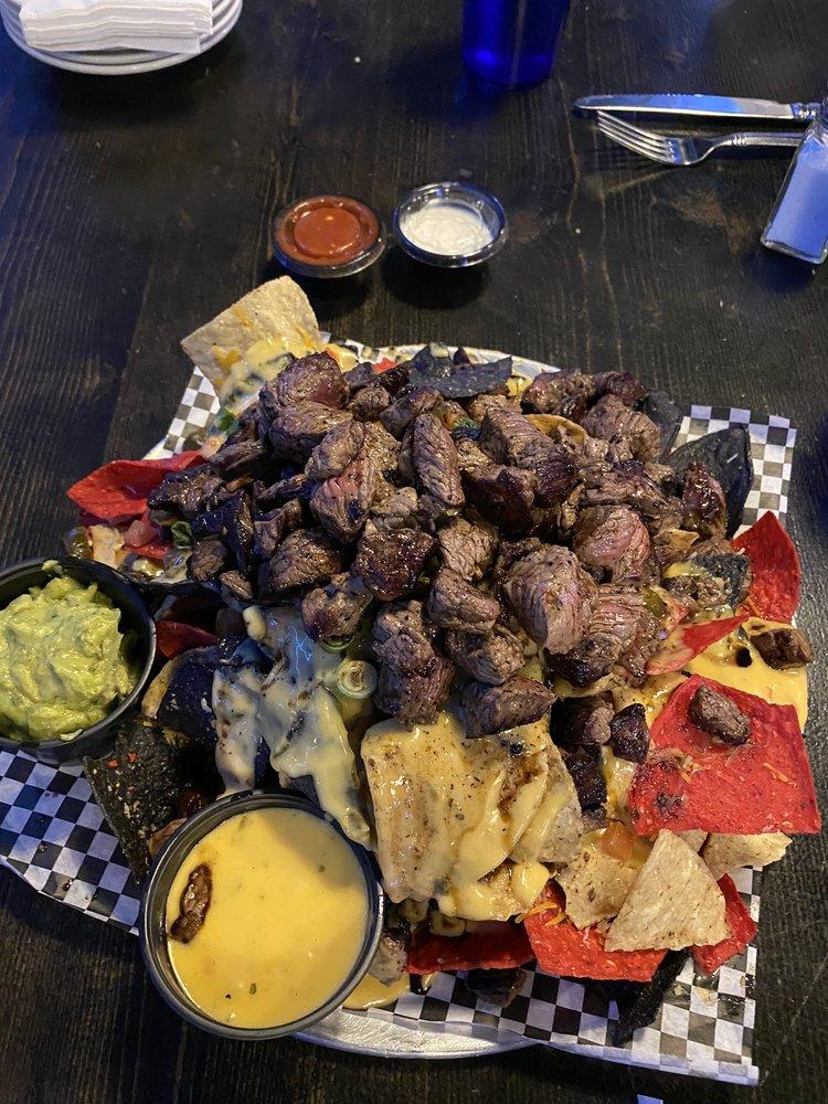 Steel Grill Restaurant & Bar: 2800 10th St, Gering, NE
