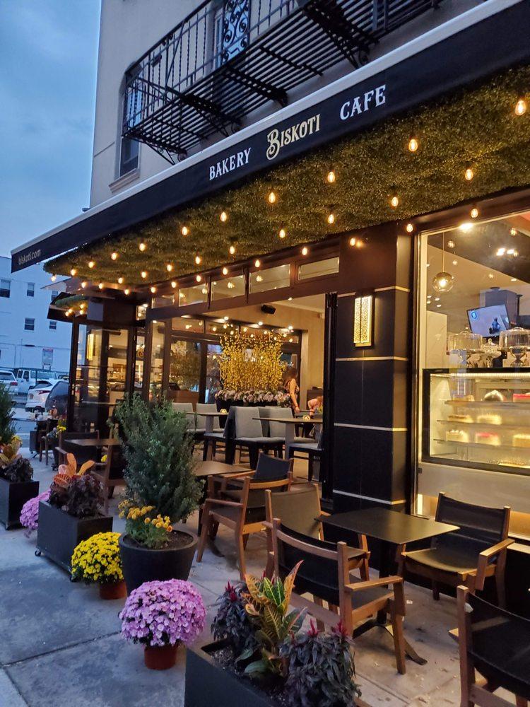 Biskoti Bakery Cafe: 37-20 30th Ave, Astoria, NY