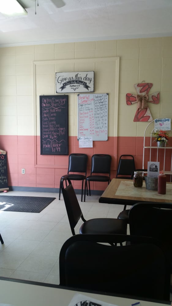 The Breakin' Bread Cafe: 3672 New Hope Rd, Columbus, MS